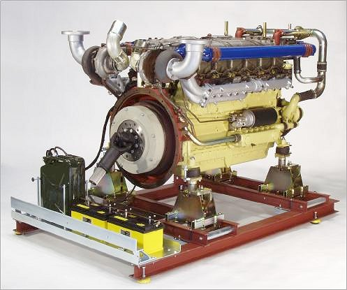 Univeral engine support with 12-cylinder Diesel engine